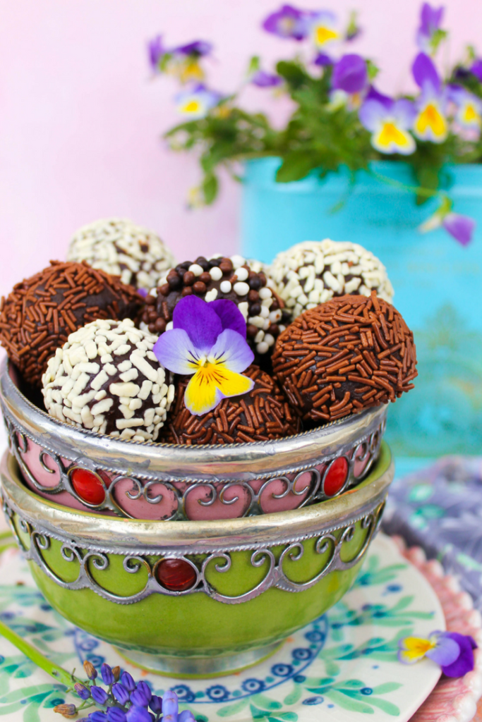 Super delicious brigadeiro (Brazilian chocolate truffles) recipe. So easy to make and a real treat! I'm sharing my mum's special recipe!!!